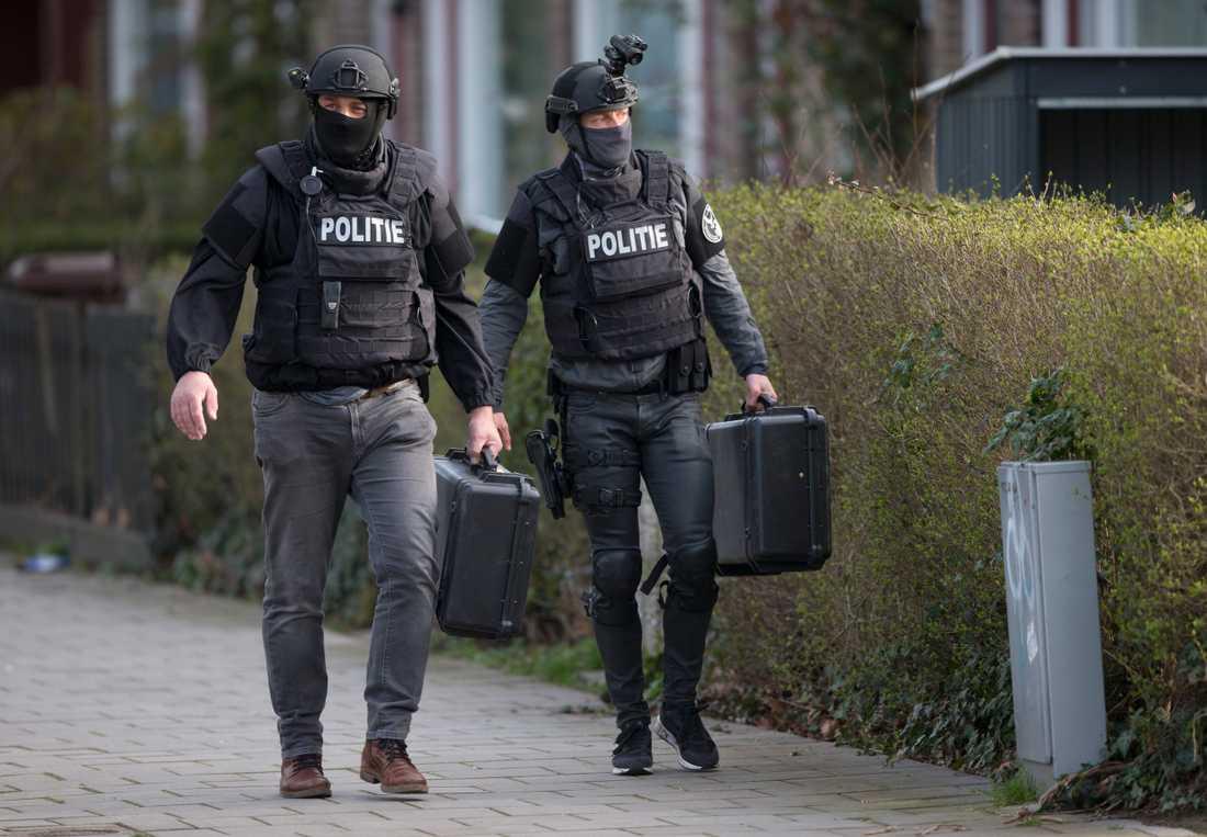 Nederländska antiterrorstyrkan grep 37-åringen efter en flera timmar lång polisinsats på måndagen.
