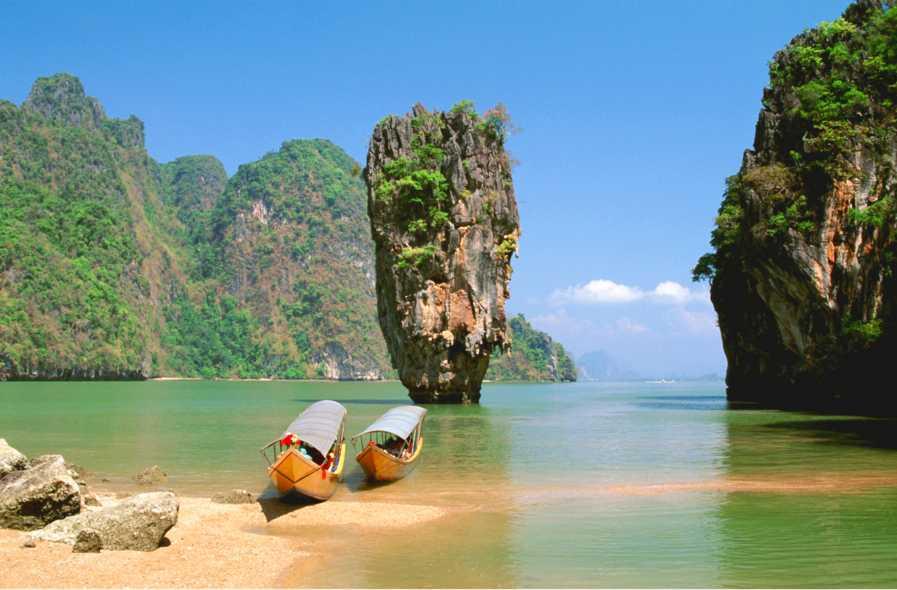 Khao Ping Kan heter den lilla ön där Bondskurken Scaramanga höll till.