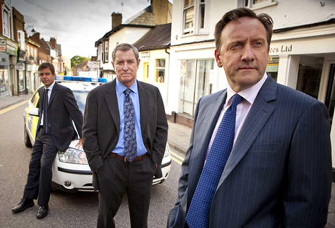 Ny Barnaby Ben Jones (Jason Hughes, till vänster) och Tom Barnaby (John Nettles) får hjälp av dennes kusin John Barnaby (Neil Dudgeon, till höger) i kvällens film.