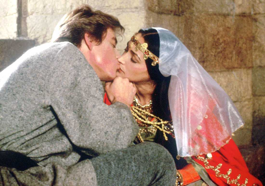 Anthony Andrews as Ivanhoe and Olivia Hussey as Rebecca.
