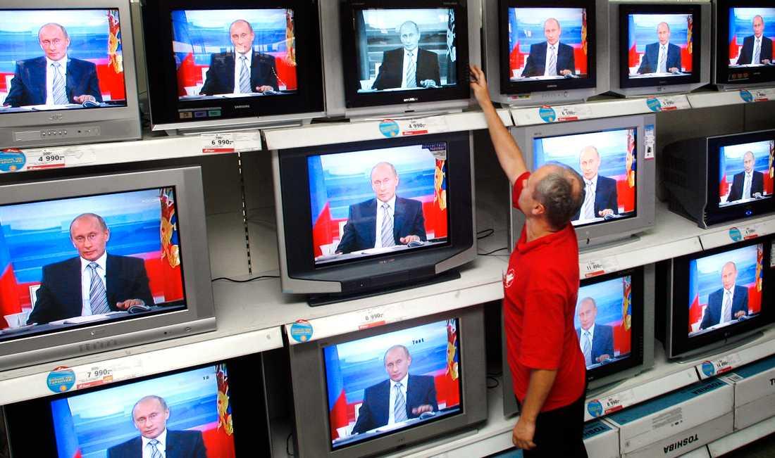 President Vladimir Putin i en direktsänd tv-frågestund med ryska befolkningen.