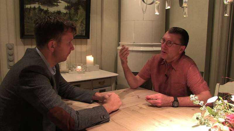 """Läkaren Mats Reimer berättar för Aftonbladets reporter att homeopatiska läkemedel består av socker. """"Det är som att köpa lösgodis för 9 400 konor kilot"""" säger han."""