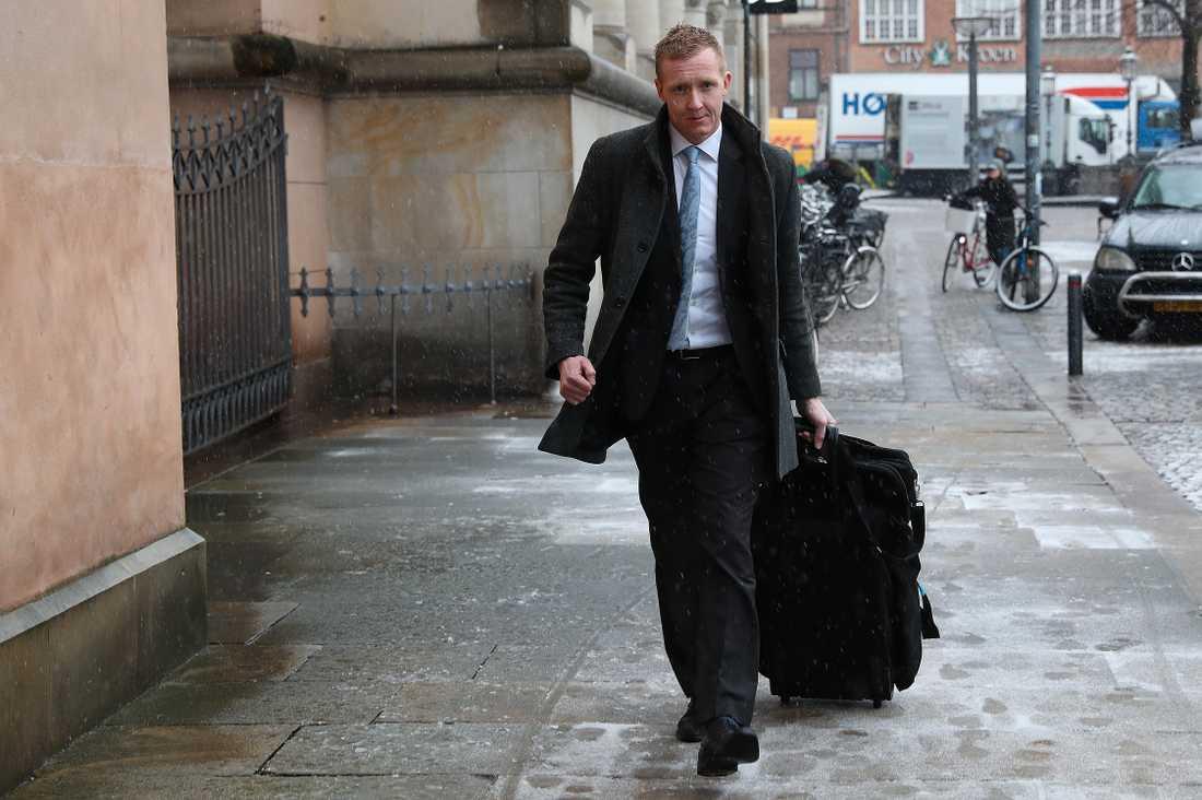 Åklagare Jakob Buch-Jepsen anländer Köpenhamns byret inför tisdagens rättegångsdag mot den mordmisstänkte Peter Madsen, som är åtalad för mordet på Kim Wall.