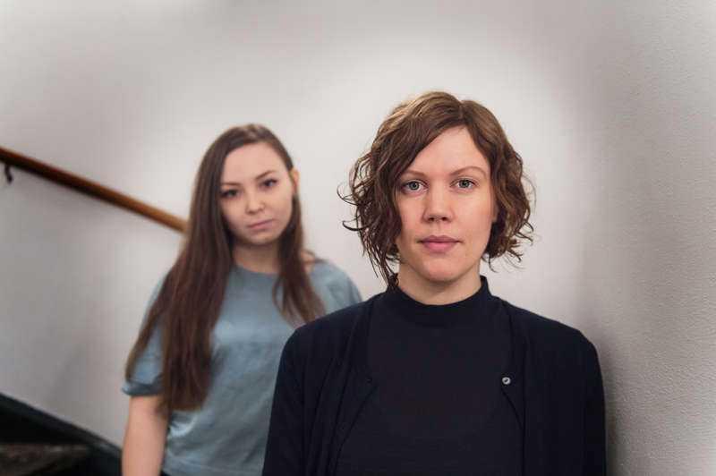 """Skildrar övergreppen. Lene Cecilia Sparrok, till vänster, spelar Elle Marja som tvingas undersökas av rasbiologer i Amanda Kernells hyllade """"Sameblod"""" som har svensk premiär i dag."""