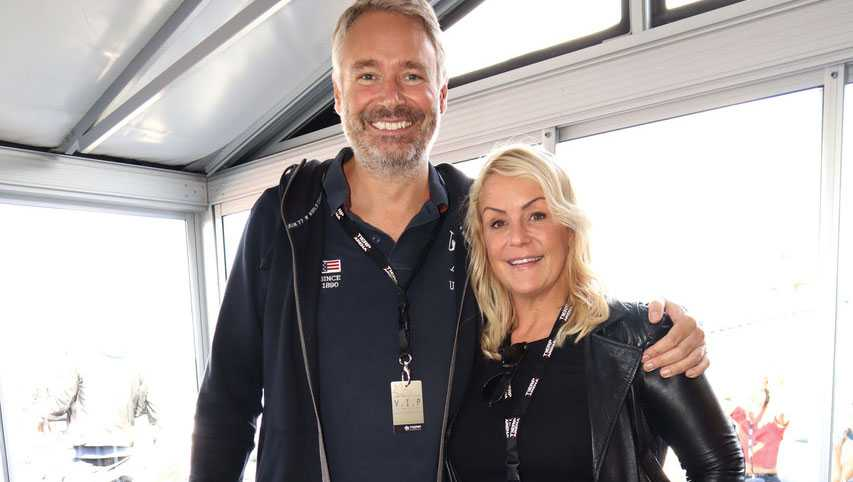 Komikern Karin Adelsköld träffade sin nya kärlek Anders Nilson, på Tinder.