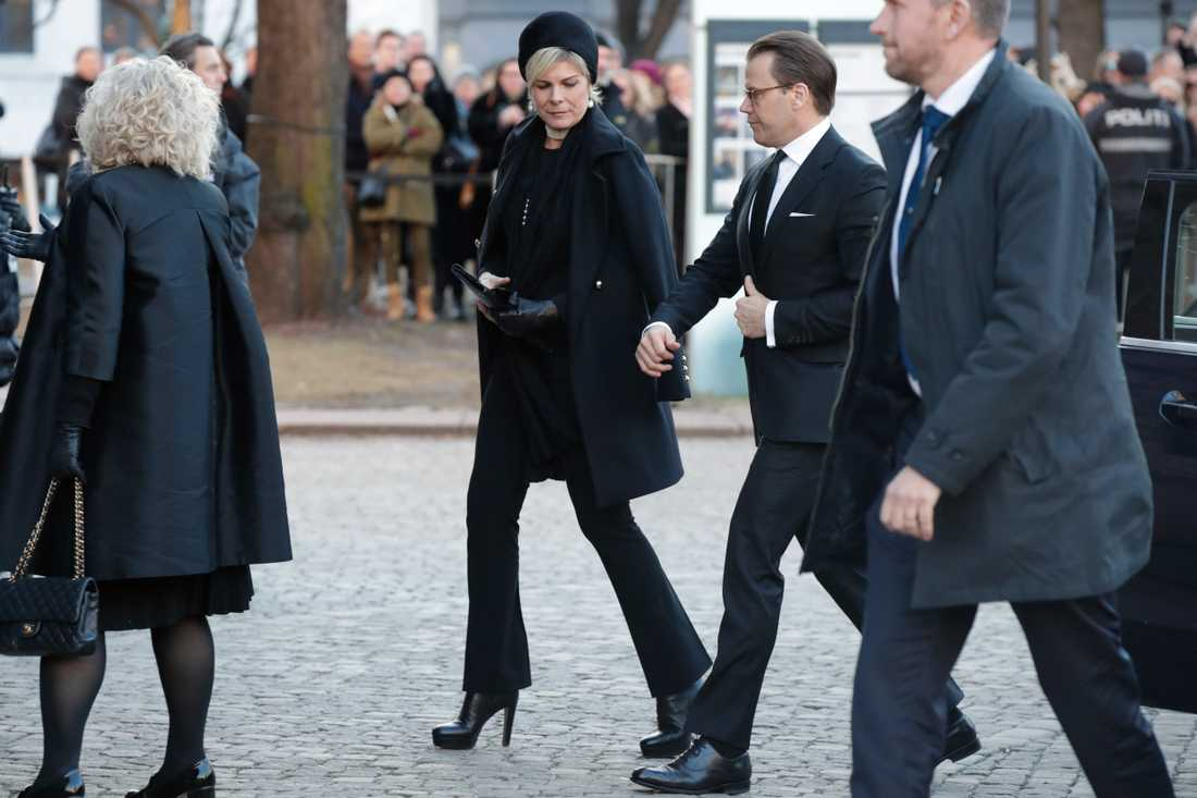 Prins Daniel anländer.