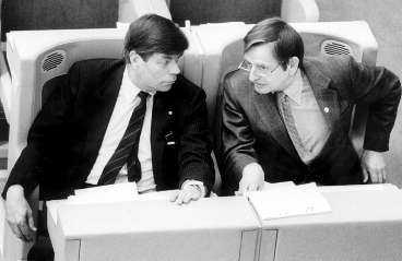 PALME OCH HANS UTRIKESMINISTER Lennart Bodström handplockades av Olof Palme från ordförandeposten på TCO.
