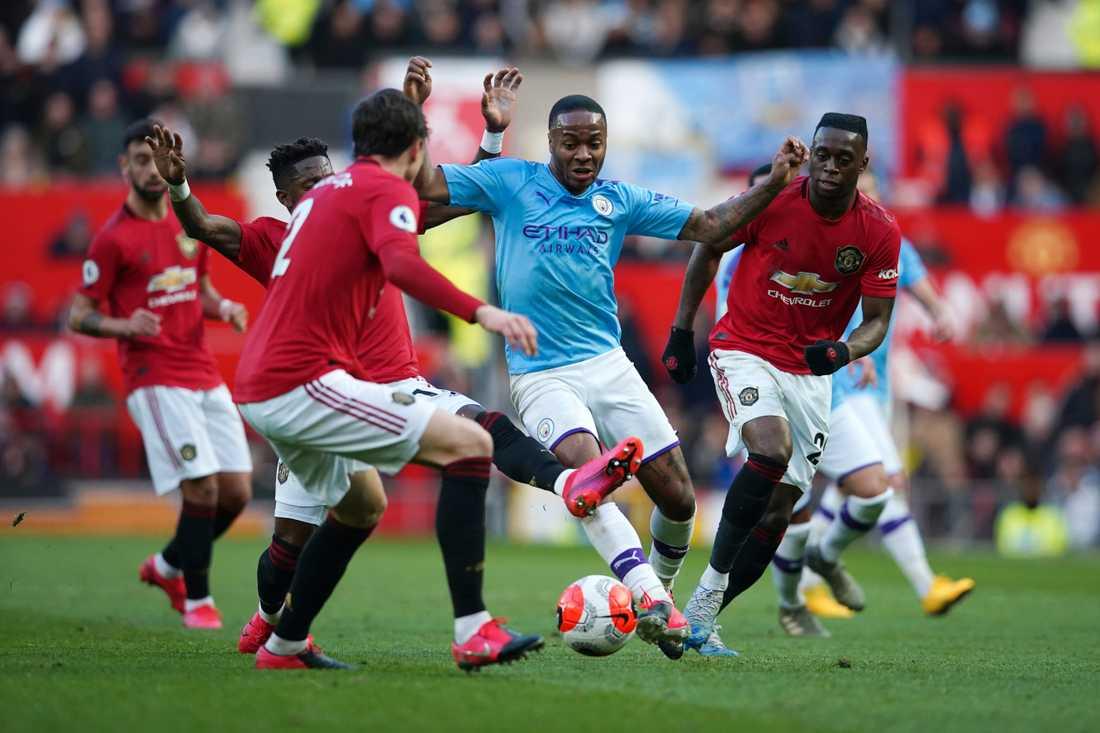 Både Manchester United och Manchester City har stora låneskulder.