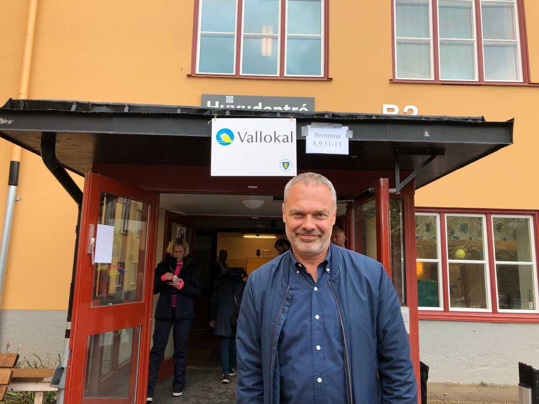 Liberalernas partiledare Jan Björklund röstar till EU-valet i Bromma.