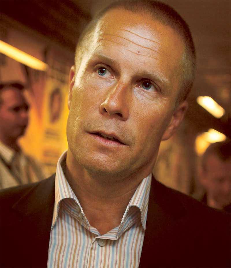 Det har gått nästan tre år sedan Ola Andersson var expertkommentator i tv. Nu har han skrivit kontrakt med Viasat fram till sommaren 2012.