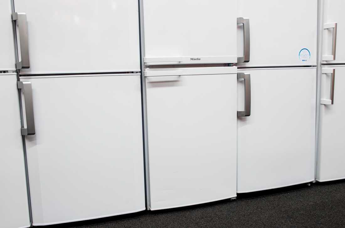 Tjuvarna kom över tre kylskåp och en tvättmaskin.
