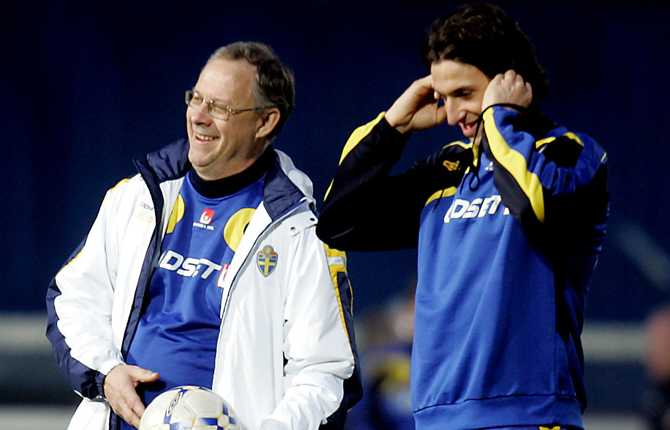 I mars 2007 avslutade Zlatan sin bojkott mot landslaget och försonades med förbundskaptenen Lars Lagerbäck. Här skrattar Lasse och Zlatan på en träning inför EM-kvalmatchen mot Nordirland.