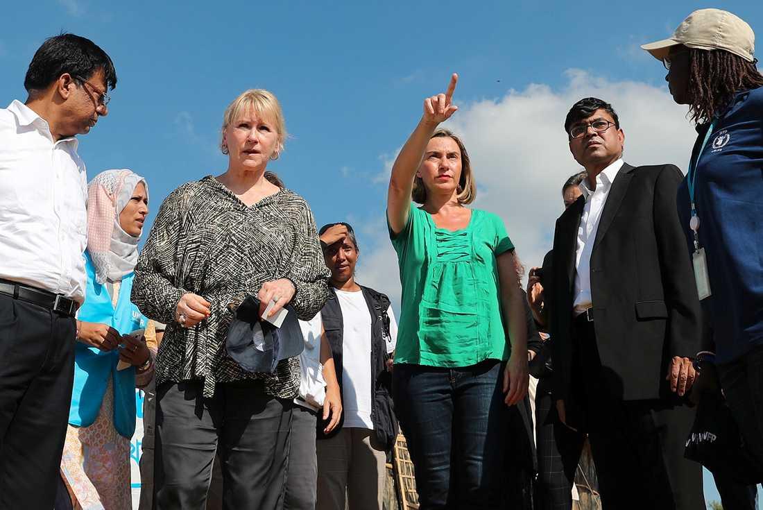 Utrikesminister Margot Wallström och EU:s representant för säkerhetspolitik och utrikesfrågor, Federica Mogherini, besöker ett flyktingläger i Coxs Bazar, Bangladesh.