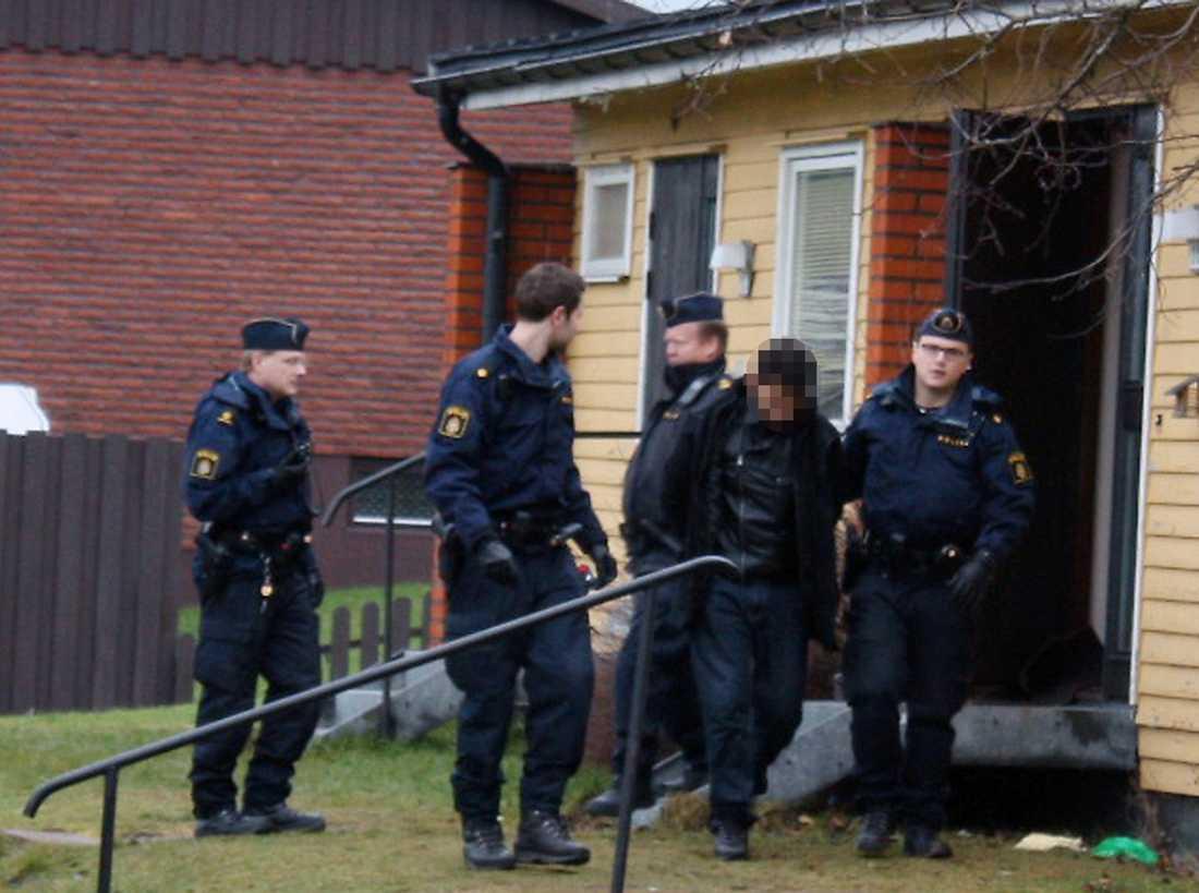 Här grips en av männen Åtta står åtalade, misstänkta för gruppvåldtäkt på en 29-årig tvåbarnsmamma.