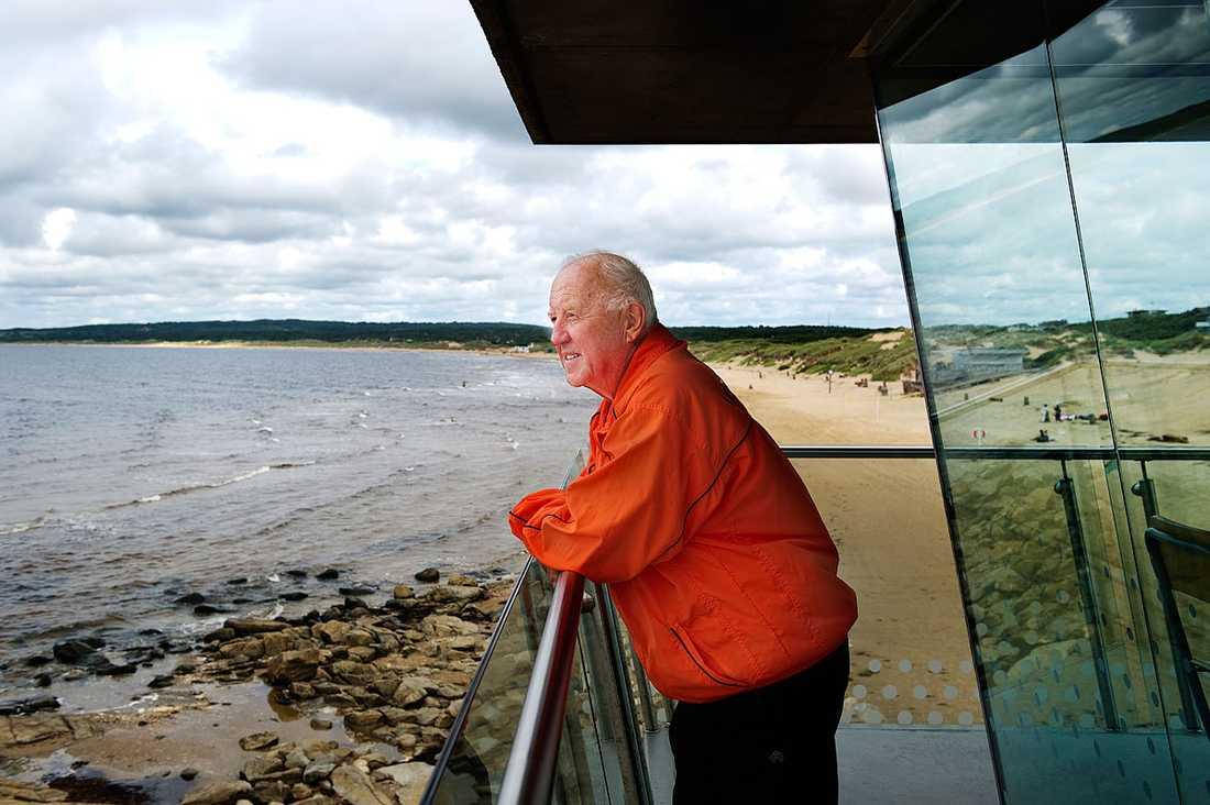 Leif Karlborg har räddat liv i över 50 år. Varje år drar livräddarna på Tylösand upp ett 20-tal personer.