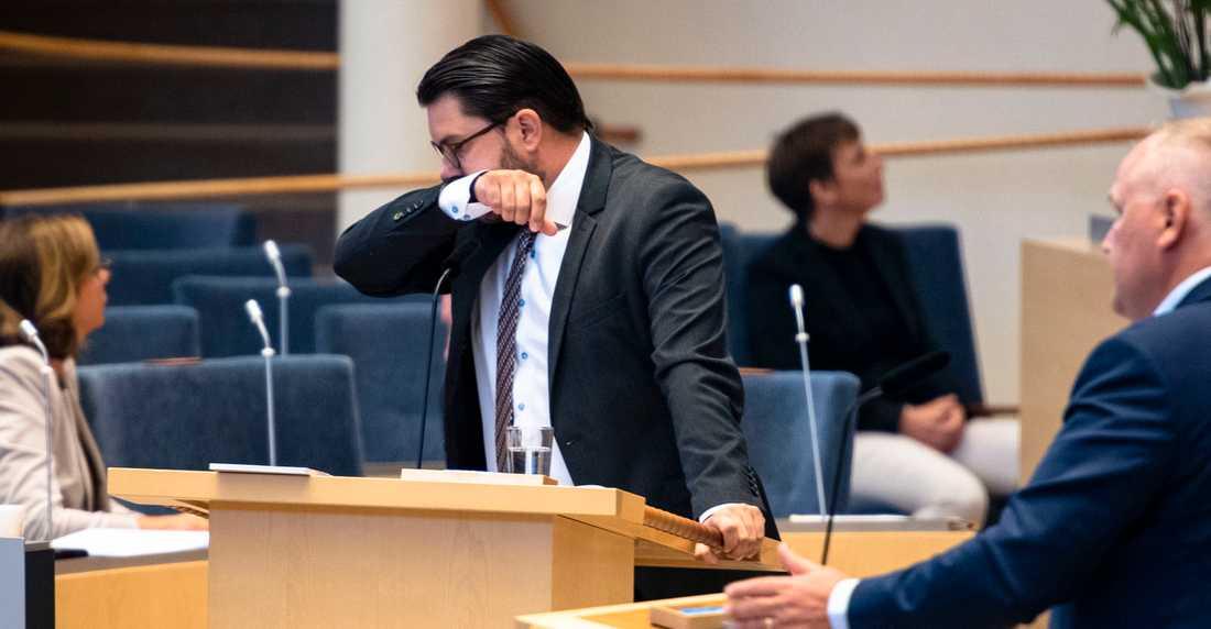 Jimmie Åkesson fick mycket kritik när han i höstas gick till jobbet och hostade.