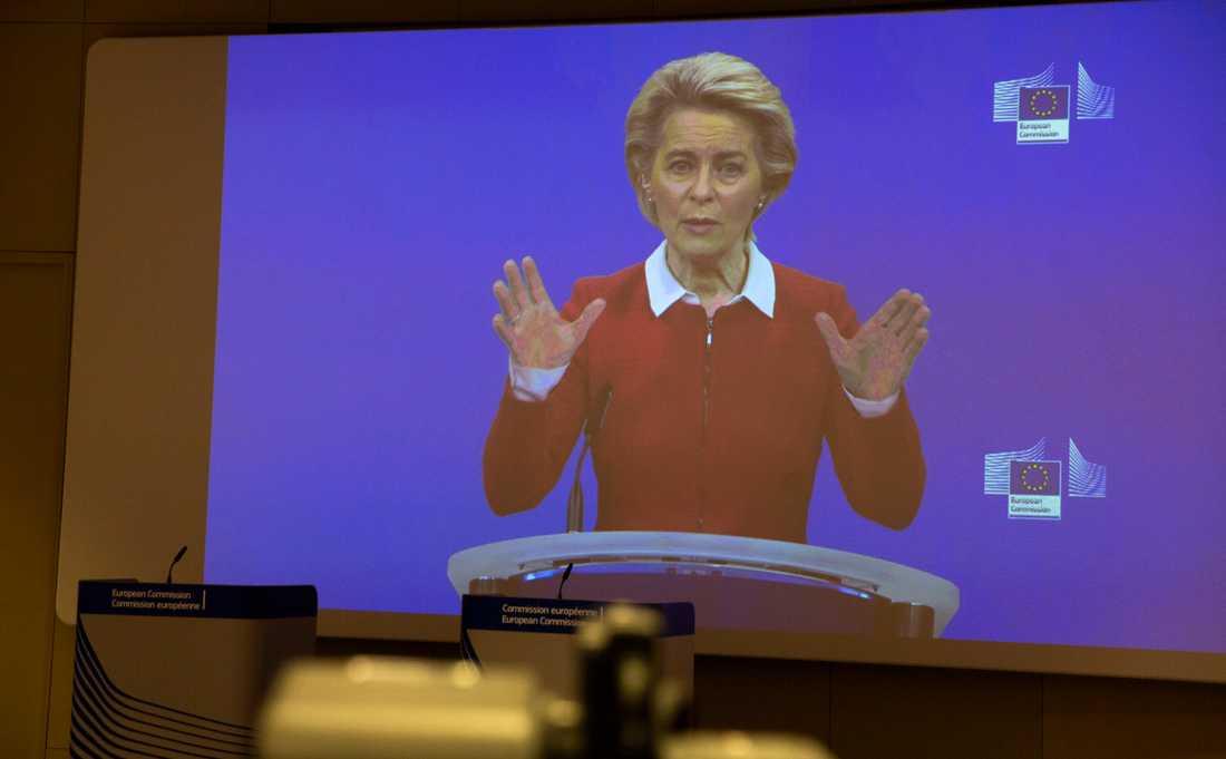 EU-kommissionens ordförande Ursula von der Leyen håller webbsänd presskonferens i Bryssel om coronaläget.