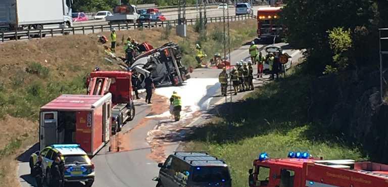En cementbil har vält vid Bergshamra, Solna.