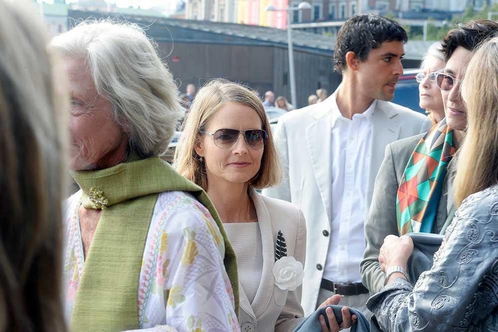 Jodie Foster utanför Grand Hotel på väg till Andre Heinz bröllop.