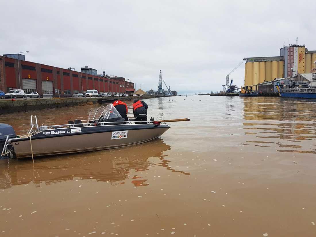 Varje år för vattnet från Lidköpings tätort som rinner ut Vänern med sig omkring 1,4 ton mikroplaster visar en kartläggning som Lidköpings kommun initierat med stöd av Naturvårdsverket.