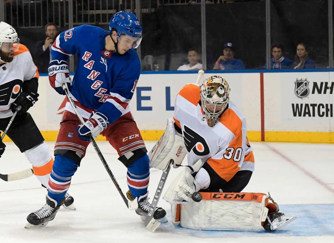 Matt Puempel (i blått), här under en NHL-match med New York Rangers 2017, är klar för spel i Malmö Redhawks resten av SHL-säsongen. Arkivbild.