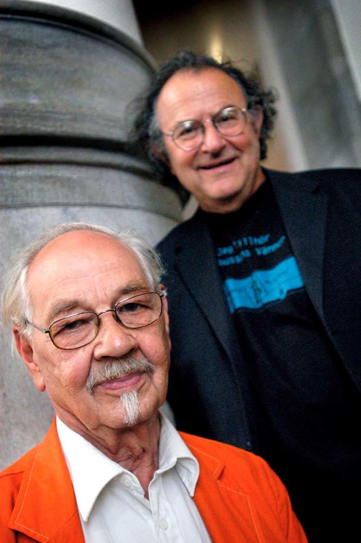I samband med att boken Trollringen gjordes till musik togs den här bilden. Georg Riedel, till höger, stod för musiken.