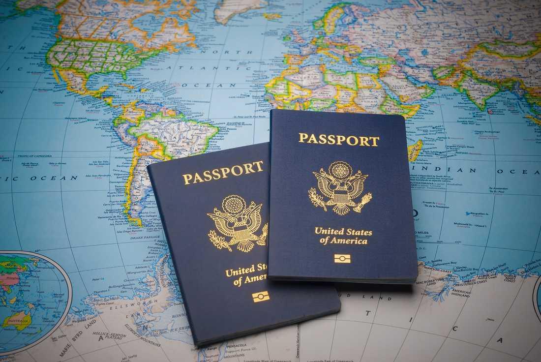 Sverige hamnar tvåa på listan över världens mäktigaste pass. Undersökningen visar hur många länder man kan åka till – utan att behöva ansöka om visum.