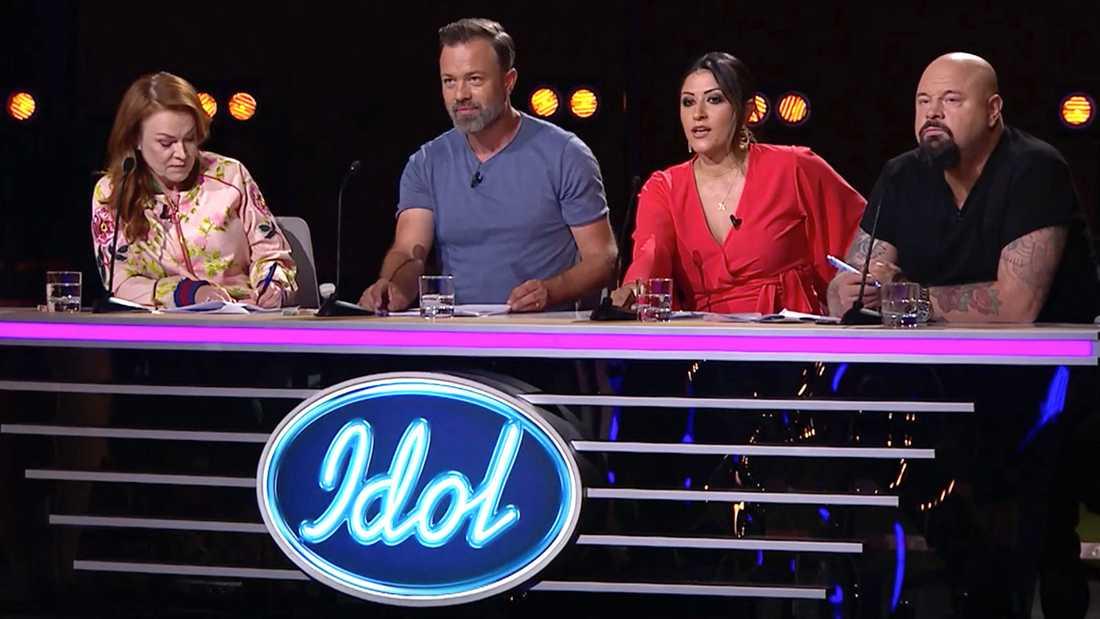 """""""Idol""""-juryn var inte imponerade av gruppens sång."""