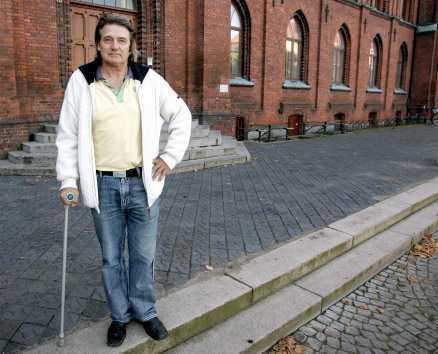 """Julias pappa Jan Hansveden är besjälad av tanken på att stoppa invandringen. """"Så mycket etniska grupper... Den här mångfalden..."""" säger han."""