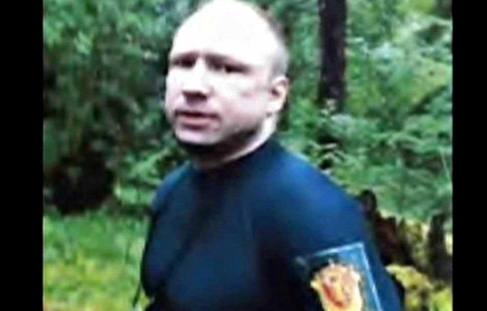 Första bilden efter gripandet av Anders Behring Breivik.
