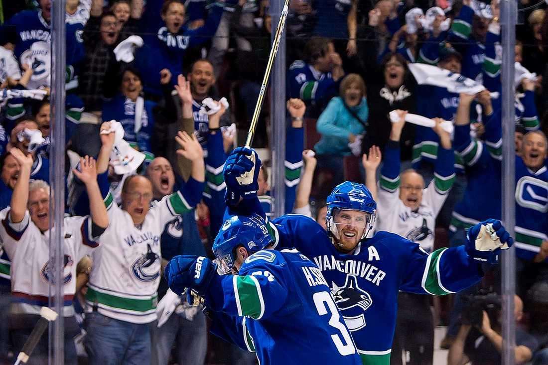 NHL-PREMIÄR Bröderna Sedins Vancouver möter Pittsburgh i natt – men matchen kommer inte att visas i svensk tv.