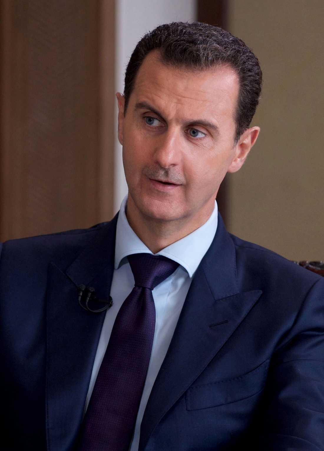 Syriens diktator Bashar al Assad bombar sin egen befolkning från luften.