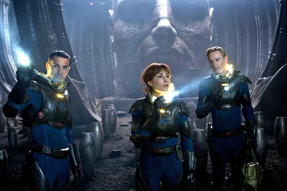"""Logan Marshall-Green, Noomi Rapace och Michael Fassbender i urmärkta """"Prometheus""""."""