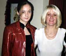 Jenna med mamma Kay, som stöder dotterns önskan.