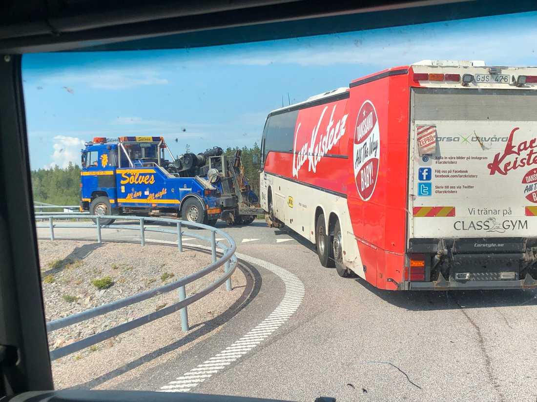 Larz-Kristerz turnébuss stod still på E4:an.