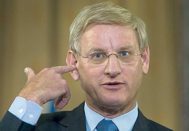 Hotas av åtal European Coalition on Oil in Sudan hävdar att Lundin oil har gjort sig skyldiga till krigsbrott i Sudan och i styrelsen under den aktuella tidsperioden satt Carl Bildt.