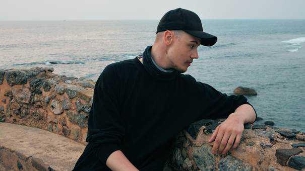 Oskar dog i oktober 2018, 23 år gammal. Trots flera självmordsförsök och läkarintyg om att han behövde tvångsvård - LVM-placering - skrevs han ut från psykiatrin.