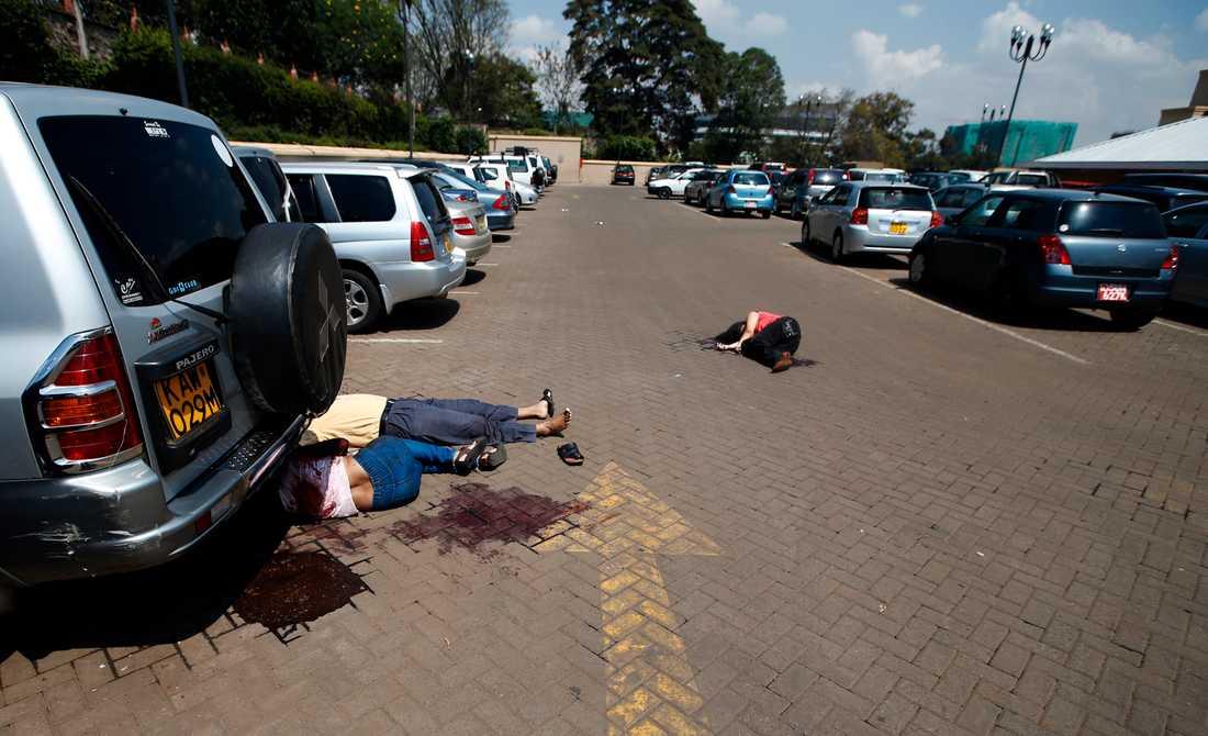 Kroppar utanför Westgate.