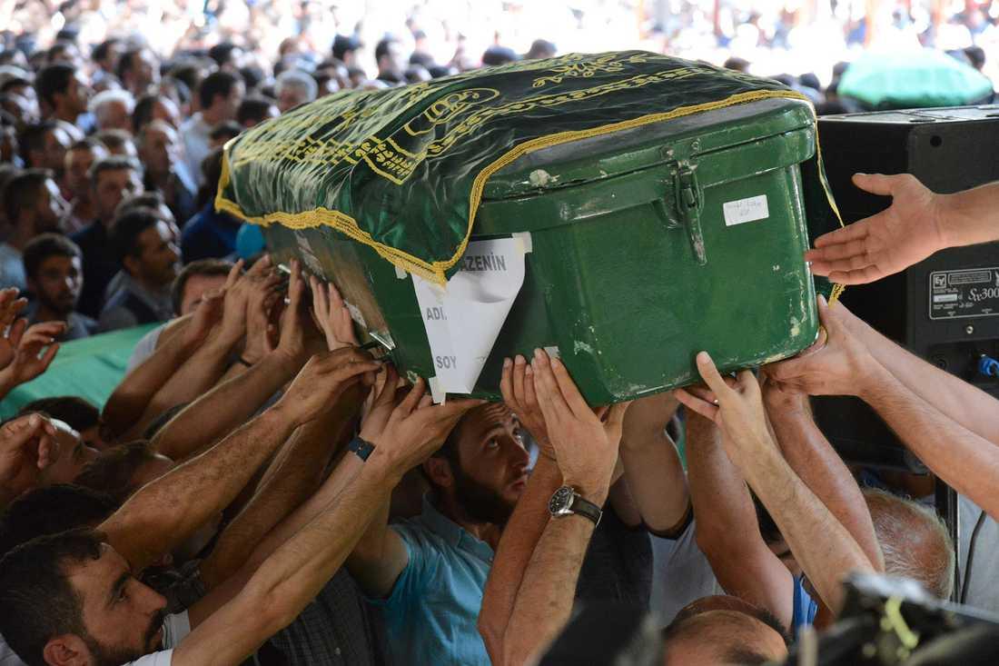 Offren för attentatet begravdes på söndagen.