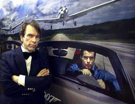 007 Gunnar James Bond Schäfer i Småland bär – precis som sin idol –smoking, dricker hans favoritchampagne och i kylskåpet är det alltid sju grader.