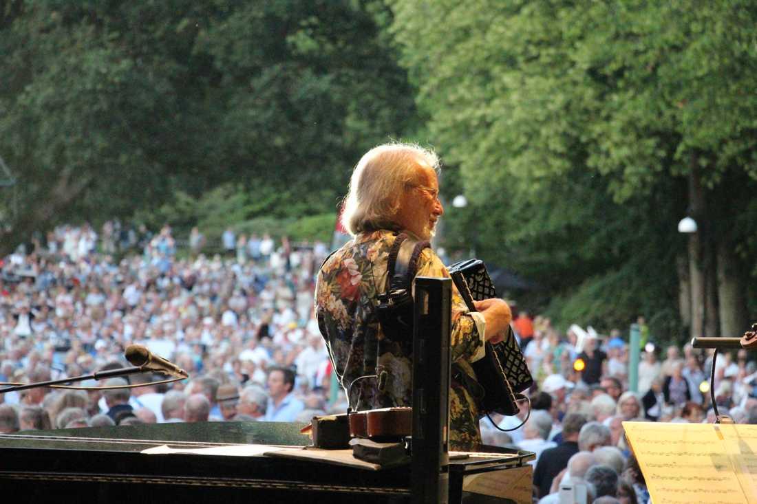 Benny Andersson på scen.