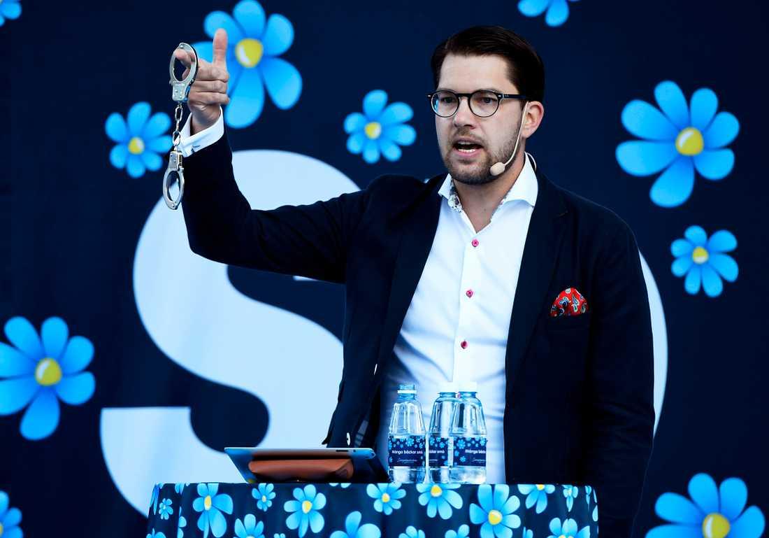 När vad som är sanning och lögn inte längre är så viktigt kan Jimmie Åkesson räkna hem segrar i opinionen.