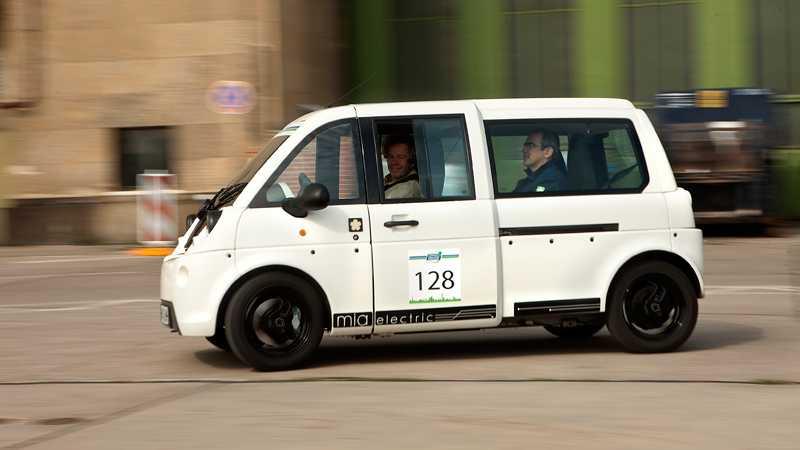 Mia – elbil med plats för tre som börjar byggas i juni har en räckvidd på upp till 130 km, toppfarten är 110 km/tim och priset 22000 euro.