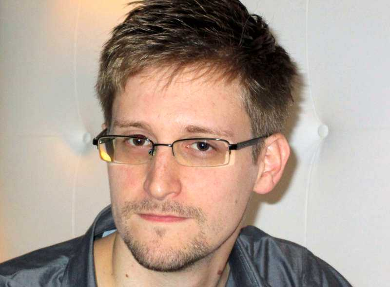 TRÄDER FRAM 29-årige Edward Snowden jobbade som teknisk assistent för NSA under fyra år, men till slut satte samvetet stopp och han bestämde sig för att berätta vad som försiggick inom den amerikanska underrättelsetjänsten.
