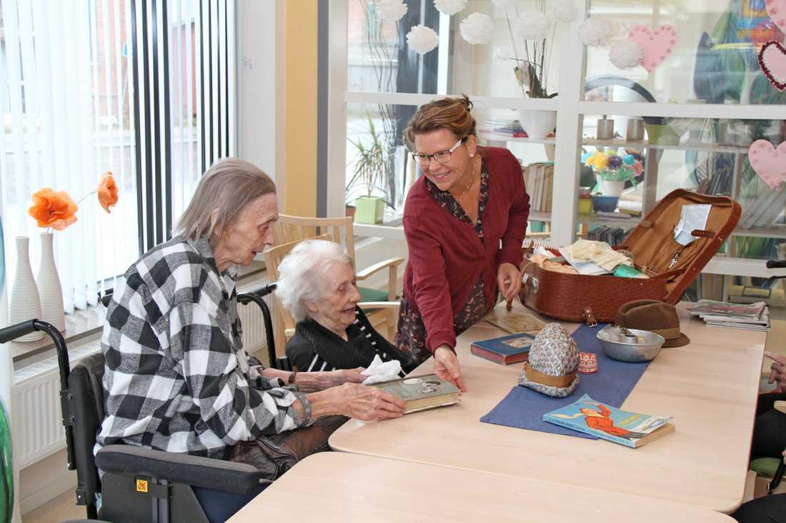 """Kalmar läns museum har fått 158000 kronor som ska användas för att låna ut så kallade """"minnesväskor"""" till äldreboenden i länet."""