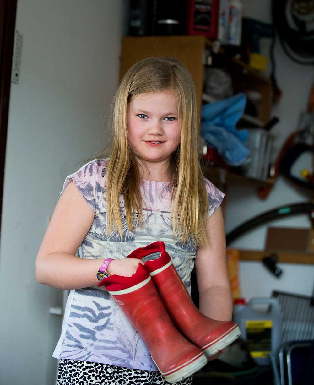 Cornelia Lejon hittade ett par gummistövlar som hon inte längre behöver.