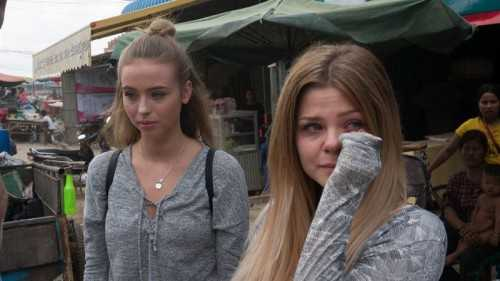 Modebloggarna Lisa Tellbe, till vänster, och Sarah Tjulander mötte verkligheten bakom modebranschen i realityserien Sweatshop på Aftonbladet TV. I dag skriver Lisa Tellbe själv om sina erfarenheter.