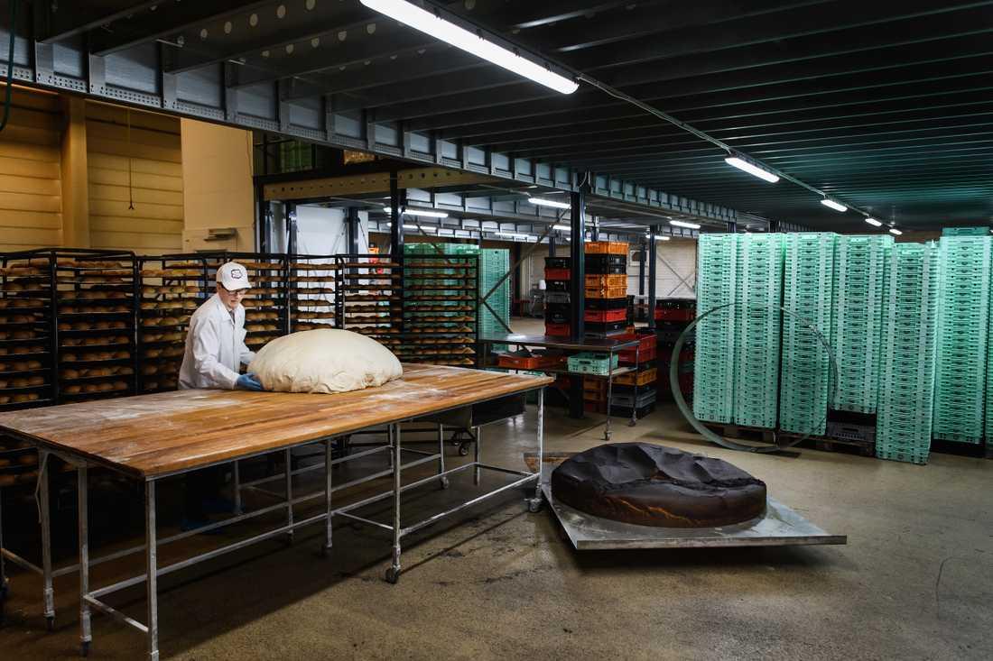 """Inspirationen till jättesemlan kom från filmen """"Tårtgeneralen"""", där de bakar världens längsta smörgåstårta."""