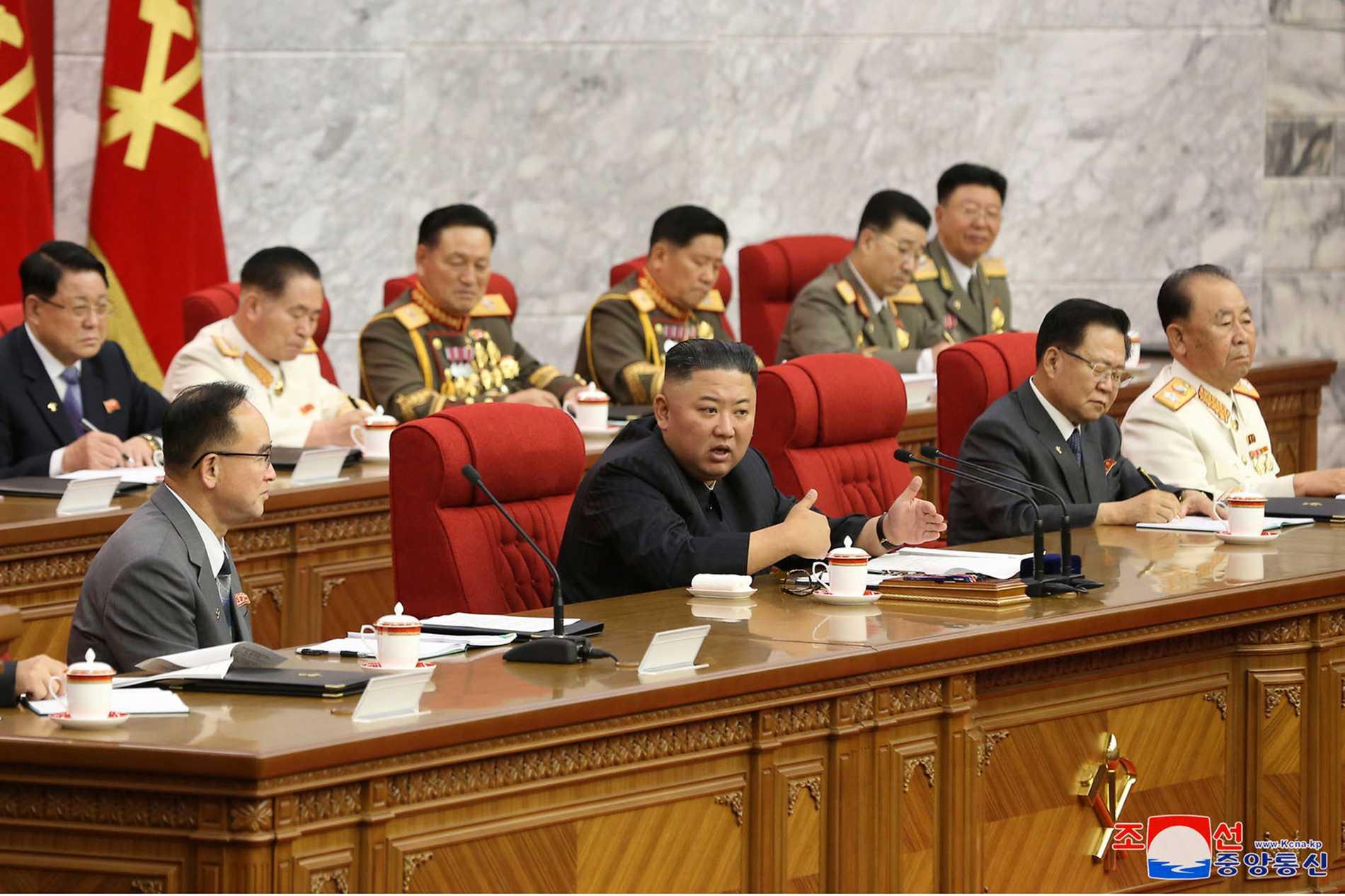 Kim Jong-Un uppmanar sina landsmän i Nordkorea att göra sig redo för både samtal och konfrontation med USA.