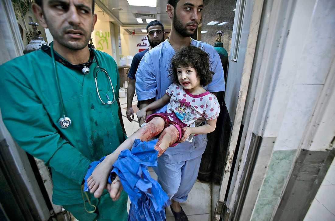 Många offer Augusti var den blodigaste månaden hittills i inbördeskrigets Syrien. Frågan om internationell intervention i Syrien är tillbaka på dagordningen.